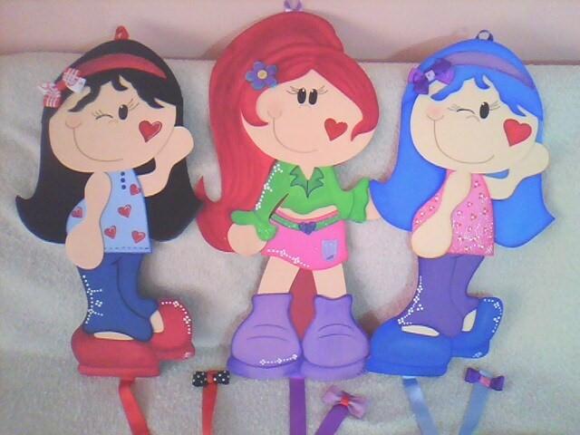 3 muñecas de foami planas