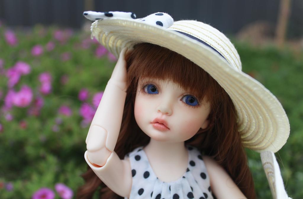muñeca con sombrero