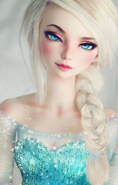 muñeca de ojos azules