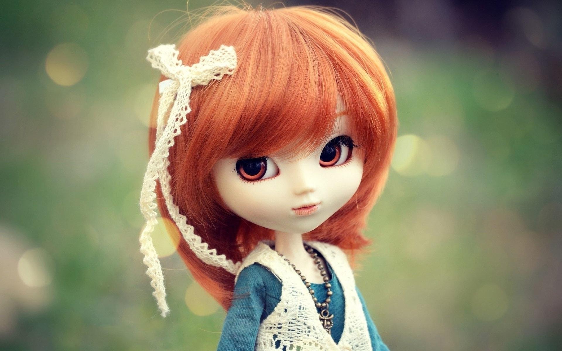 muñeca de pelo corto