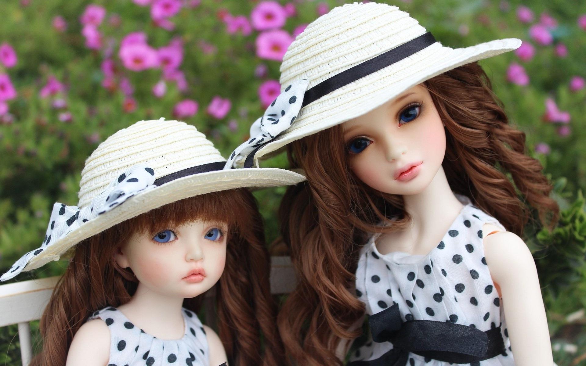 muñecas bonitas con flores de fondo