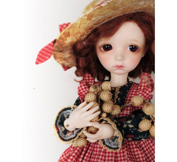 muñequita con sombrero