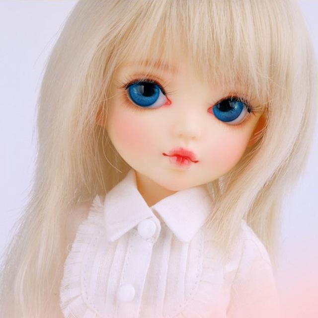 nuñequita ojos azules